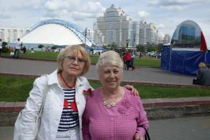 Светлана Гебелева и ее приятельница Людмила Куликова в день праздника Независимости в Минске. 2014 год.